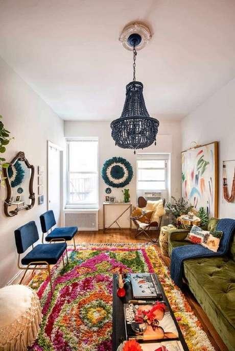 19. O espelho vintage agrega valor na decoração da sala de estar. Fonte: Casa de Valentina