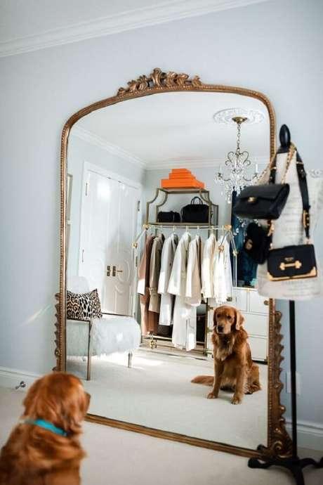 16. O espelho vintage é um elemento útil na composição de ambientes. Fonte: Pinterest