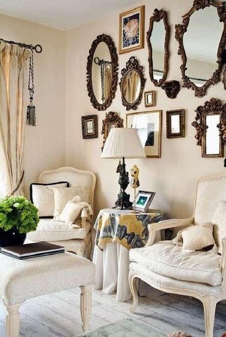 3. O espelho vintage em diferentes formatos formam uma ousada combinação na parede. Fonte: Pinterest