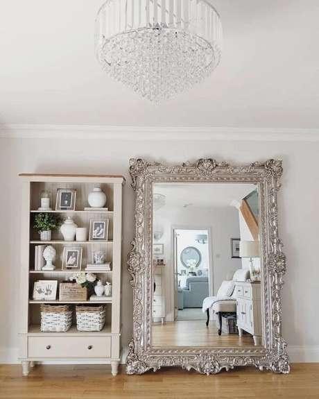 10. O espelho vintage grande traz estilo e personalidade ao ambiente. Fonte: MRS Roobottom