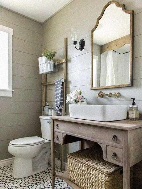 9. O espelho vintage para banheiro traz mais elegância à composição. Fonte: Pinterest