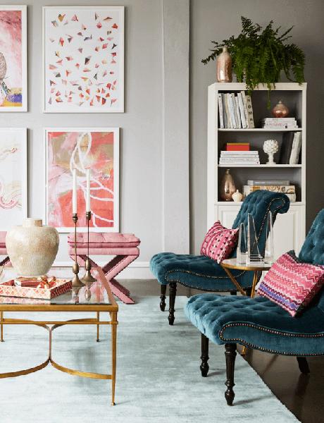 40. Conjunto de poltronas capitonê azul na sala rosa – Via: Pinterest