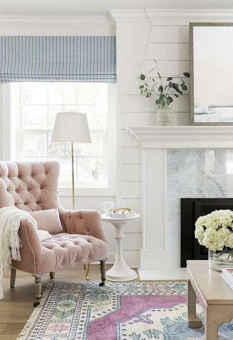 14. Poltrona rosa claro em capitonê – Via: Home Brunch