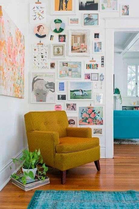 22. Poltrona amarelo mostarda para decoração retrô – Via: Iaza