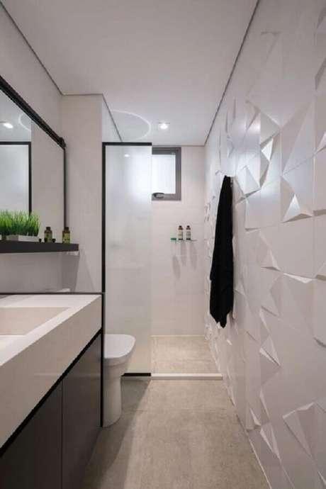 12. Revestimento 3D branco para decoração moderna de banheiro pequeno – Foto: Kadu Lopes