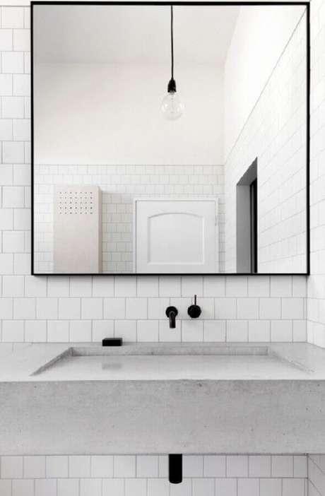 51. Revestimento de parede branco para decoração de banheiro minimalista – Foto: Manual da Obra