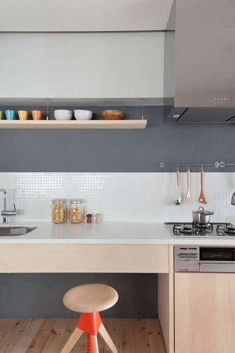 53. Revestimento de parede branco para cozinha planejada moderna – Foto: Archilovers