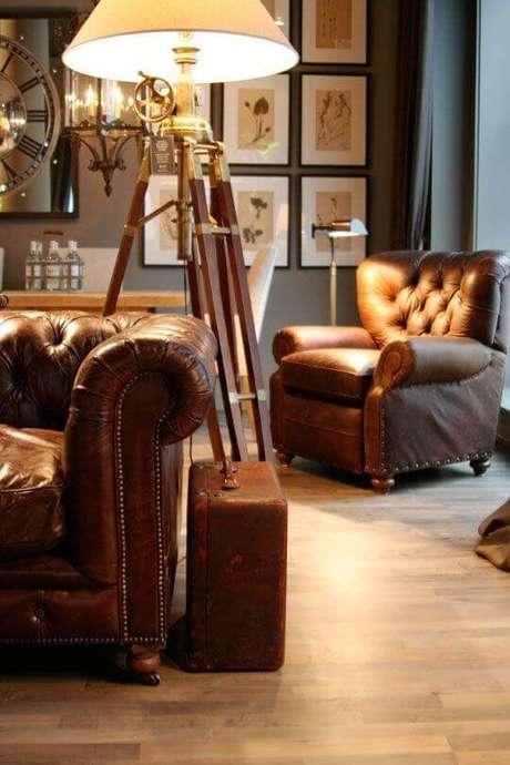 27. Sala com sofá e poltrona capitonê – Via: Pinterest