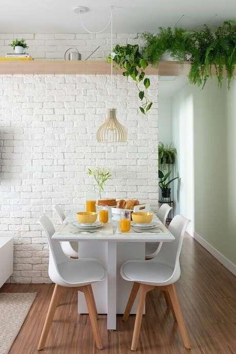 60. Sala de jantar pequena decorada com revestimento tijolinho branco – Foto: Casa de Valentina