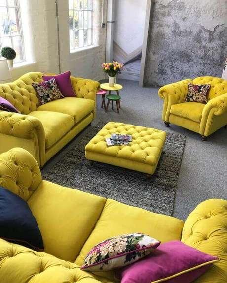 28. Conjunto de sofá e poltrona chesterfiel em capitonê – Via: Pinterest