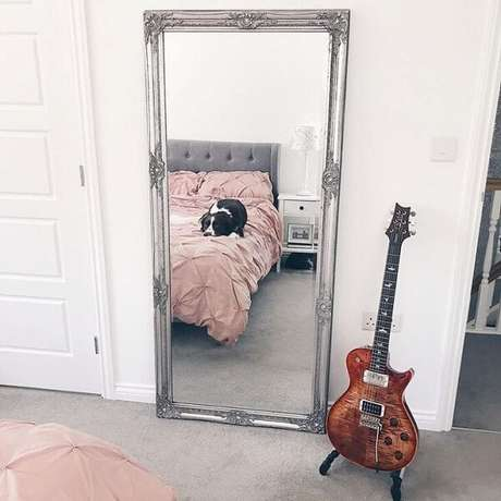 8. Você não vai se arrepender de incluir um espelho vintage no ambiente. Fonte: Shona Belle