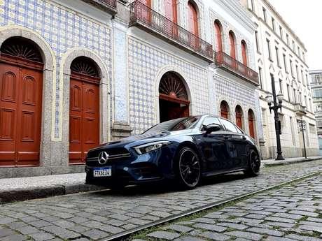 Grade AMG do Mercedes esportivo de entrada é discreta, mas identifica a fera.