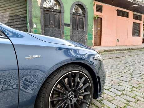 Mercedes-AMG A 35 Sedan tem tração 4Matic infinitamente variável.