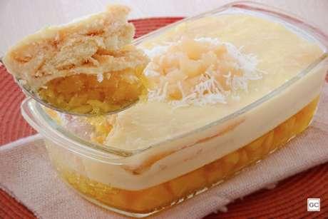 Guia da Cozinha - Pavê de gelatina de abacaxi com coco simples e delicioso