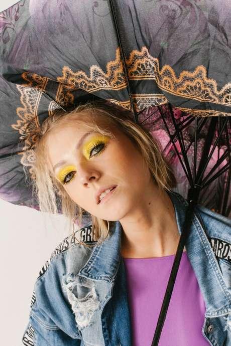 Abuse das cores para o carnaval em casa (make André Florindo, modelo Jessica Bronitzki)