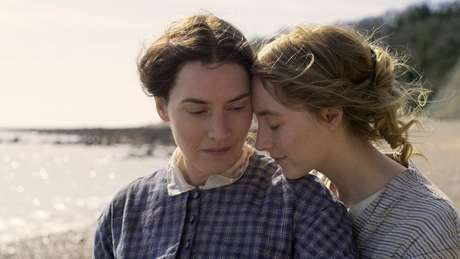 Kate Winslet e Saoirse Ronan em Ammonite