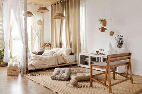 12. Tendências para quartos em 2021: para uma decoração escandinava opte por jogos de cama em tom claro. Fonte: Pinterest
