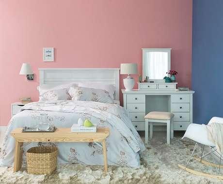 3. Tendências para quartos em 2021: tapetes, cortinas e jogos de cama devem formar uma combinação aconchegante. Fonte: Pinterest
