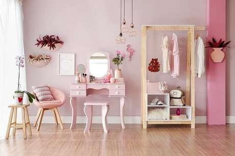 4. Tendências para quartos em 2021: não tenha medo de trazer um toque colorido para o dormitório. Fonte: Pinterest