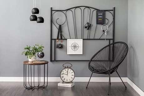 9. Tendências para quartos em 2021: móveis e objetos vintage podem ser encontrados em antiquários e brechós. Fonte: Pinterest