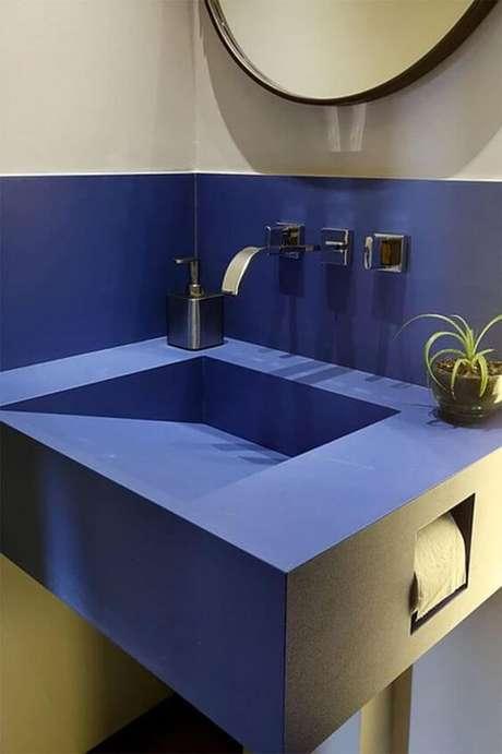 5. Cuba azul esculpida com espaço para papel higienico – Via: Limão nagua