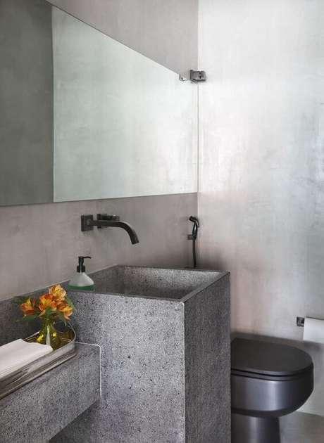 31. Cuba cinza esculpida no banheiro moderno – Via: Casa e Jardim