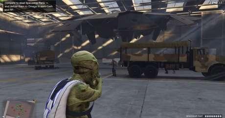 OVNI em hangar no Forte Zancudo em GTA 5 Online