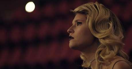 """Ana Schurmann em gravação de """"Your Voice"""""""