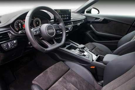 Interior do Audi A4 Sedan: melhorias na conectividade a bordo.