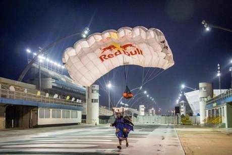 Quinteto sobrevoou São Paulo e fez pouso no Sambódromo (Foto: Fábio Piva/Red Bull Content Pool)