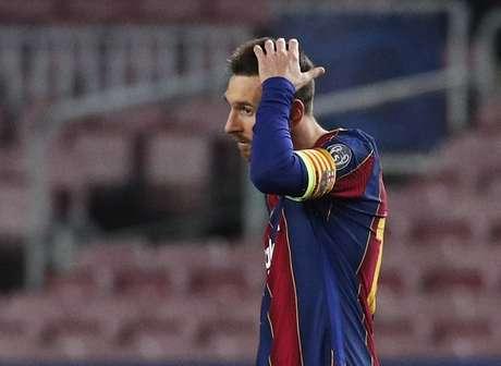 Messi abriu o placar, mas viu o Barcelona sofrer nova goleada em mata-matas de Champions