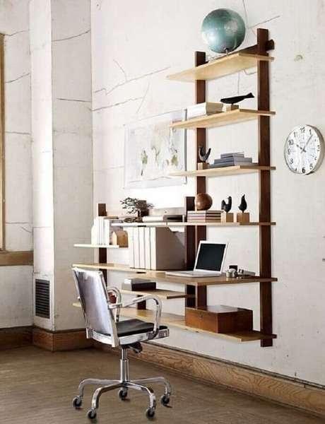 46. Decoração simples com escrivaninha de madeira suspensa. Fonte: Design Within Reach