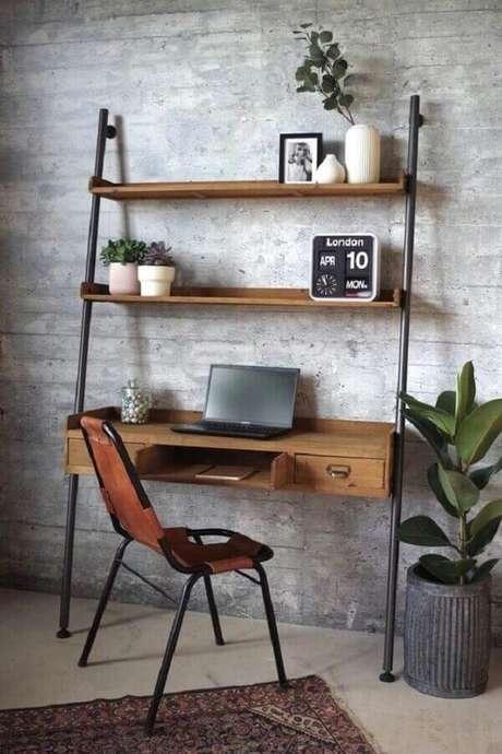 15. Modelos simples de escrivaninha de madeira com estrutura de ferro. Fonte: Pinterest