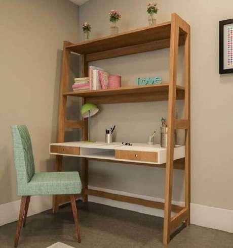 29. Escrivaninha de madeira rústica com estante embutida. Fonte: Pinterest