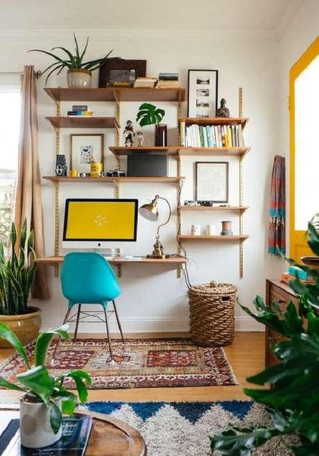 13. O tapete delimita a área da escrivaninha de madeira suspensa. Fonte: Simplichique