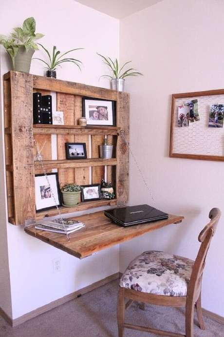 16. Modelo de escrivaninha de madeira rústica feita com pallet. Fonte: Pinterest