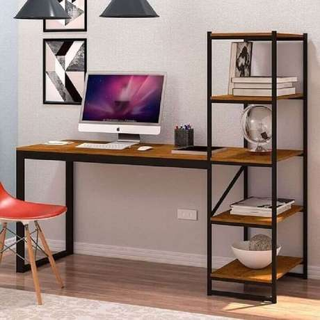 59. A escrivaninha de ferro e madeira com estante auxilia na organização de documentos. Fonte: Pinterest