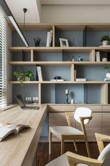 36. Escrivaninha de madeira em formato em L feita sob medida para o ambiente. Fonte: Futurist Architecture
