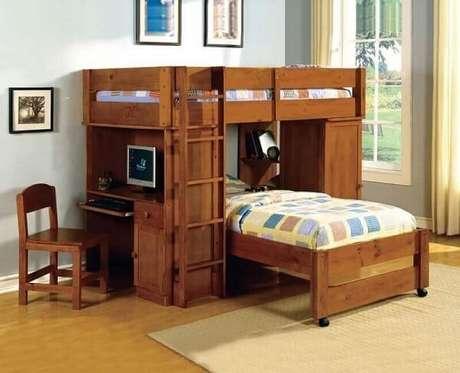 50. Beliche com escrivaninha de madeira maciça e cama auxiliar. Fonte: Pinterest
