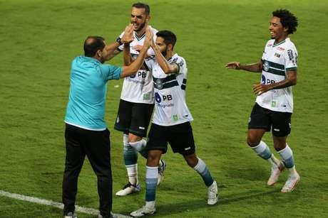 Com time misto, Palmeiras perde para o rebaixado Coritiba pelo Brasileirão