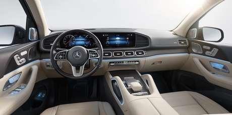 Interior do novo Mercedes GLS 450 traz a última geração da multimídia MBUX.