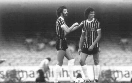 Sócrates (esquerda) jogando ao lado de Casagrande (direita) pelo Corinthians (Foto: Reprodução)
