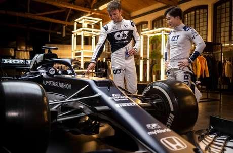 Representada pelos pilotos Pierre Gasly e Yuki Tsunoda, a AlphaTauri apresentou nesta sexta o AT02, seu novo carro para a temporada 2021.