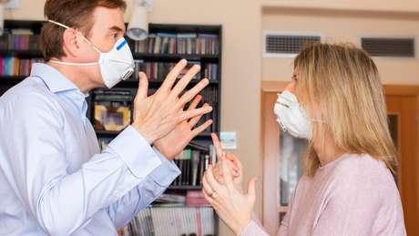 Estudos mostram que pandemia de covid-19 está afetando relacionamentos pessoais e convivência em casa