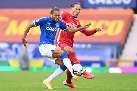 Duelo da cidade de Liverpool movimenta o sábado de futebol (Foto: Laurence Griffiths / POOL / AFP)