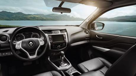 Interior da Renault Alaskan segue o padrão da marca e tem bom visibilidade.