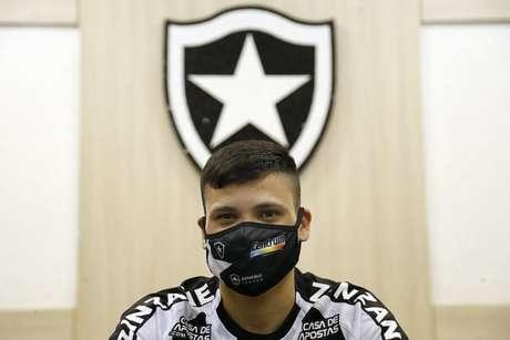 Ronald com a camisa do Botafogo (Foto: Vítor Silva/Botafogo)
