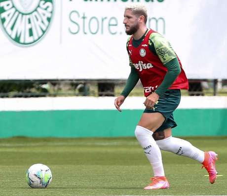 Zé Rafael treinou sem restrições na Academia de Futebol (Foto: Fabio Menotti/Palmeiras)