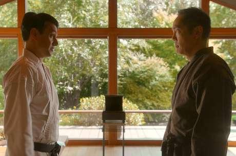 Ralph Macchio como Daniel e Yuji Okumoto como Chozen em Cobra Kai