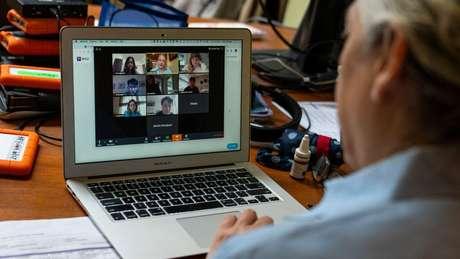 Pandemia fez com que aulas presenciais migrassem para a internet